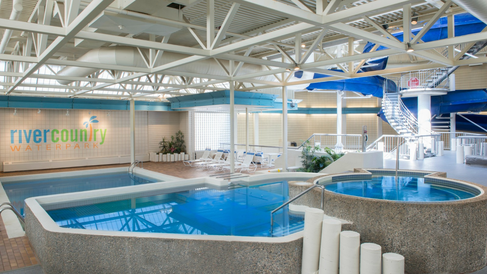 Saskatoon Family Hotels - River Country Water Park Pool